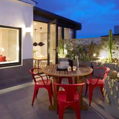 terraza: Terrazas de estilo  de Molins Interiors
