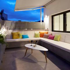 terraza: Terrazas de estilo  de Molins Design