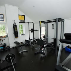 Gym by Des Ewing Residential Architects