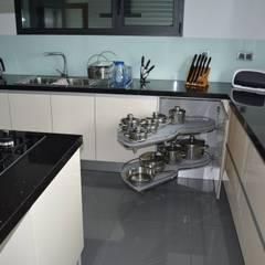 Cozinha em termolaminado com ilha Cozinhas modernas por Ansidecor Moderno Compósito de madeira e plástico