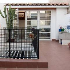 Terrazas de estilo  por homify , Mediterráneo