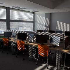 Żaluzje Fasadowe - budynki komercyjne: styl , w kategorii Szkoły zaprojektowany przez SPIN Bobko i Staniewski sp.j.