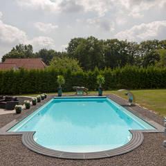 Gartenpool mit Römischer Treppe: ausgefallener Pool von Hesselbach GmbH