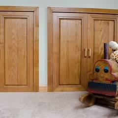 Puertas sólidas en madera de Lenga: Ventanas de estilo  por Ignisterra
