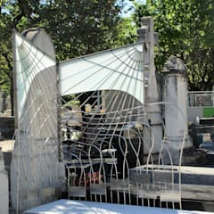 Stèle Funéraire: Musées de style  par Artiste Sculpteur, Designer et Artisan d'Art,