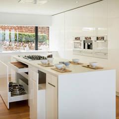 A perfeição é o limite: Cozinhas  por FABRI