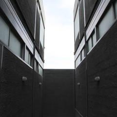 Locales Comerciales Ligure: Pasillos y hall de entrada de estilo  por Constructora CONOR Ltda - Arquitectura / Construcción