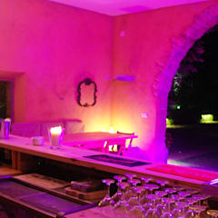 Bar, BBQ & ChillOut: Jardines de estilo  de OutSide BCN LED Lighting