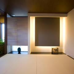 清潔感のあるエレガントな住宅: Frankaが手掛けた和室です。