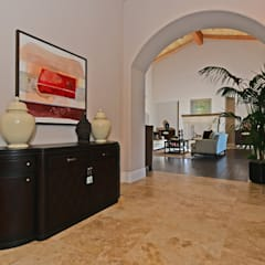 Santaluz Vacant Staged to Sell:  Corridor & hallway by Metamorphysis Home Staging Services