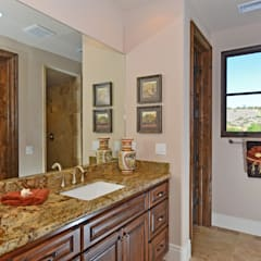 Santaluz Vacant Staged to Sell: mediterranean Bathroom by Metamorphysis Home Staging Services