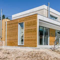 VIVIENDA UNIFAMILIAR EN ATIOS. O PORRIÑO: Casas de estilo industrial de Fernández Luna Oficina de Arquitectura SCP