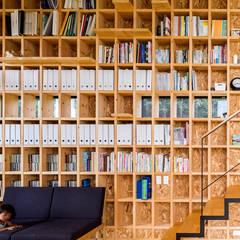 矢板・焼杉の家: 中山大輔建築設計事務所/Nakayama Architectsが手掛けた壁です。,