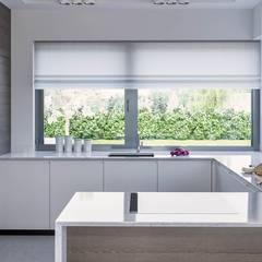 Projekt domu HoemKONCEPT 38: styl , w kategorii Domy zaprojektowany przez HomeKONCEPT | Projekty Domów Nowoczesnych