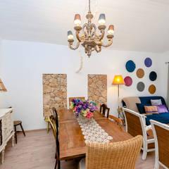 Um apartamento com um toque descontraído de campo em plena cidade.: Salas de jantar  por alma portuguesa