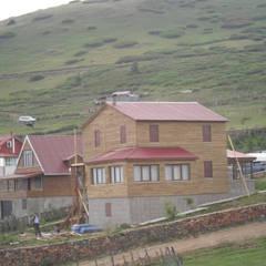 Gürsoy Kerestecilik – Yayla Evi: rustik tarz tarz Evler