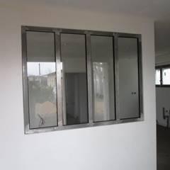 verriere dans cloison placo: Fenêtres de style  par metallerie swiatek