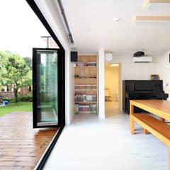 대전하기동 - 프라이버시 최우선의 'ㄷ'자 중정형주택: 주택설계전문 디자인그룹 홈스타일토토의  거실