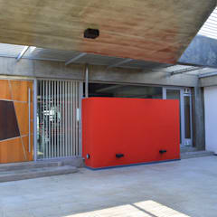 Vivienda V2: Cocheras abiertas de estilo  por VANNO arquitectura