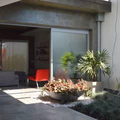 Vivienda V2: Jardines de invierno de estilo  por VANNO arquitectura