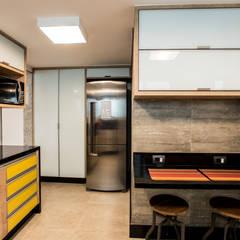 Cobertura Petrópolis: Cozinhas  por L2 Arquitetura