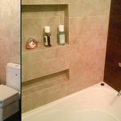 Vivienda Unifamiliar estilo Colonial: Baños de estilo  por MONARQ ESTUDIO,Clásico