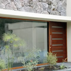 Puerta modelo Piamonte: Ventanas de estilo  por Ignisterra