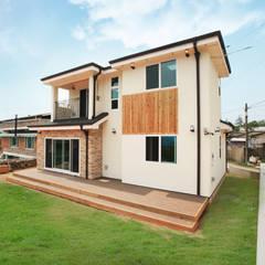 Maisons de style  par 지성하우징
