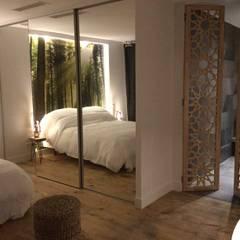 Portes de salle de bain: Salle de bains de style  par Allure et Bois