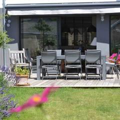 une maison 1960 revisitée: Jardin de style  par Courants Libres, Industriel Bois Effet bois