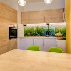 Energiczne wnętrze: styl , w kategorii Kuchnia zaprojektowany przez Perfect Space