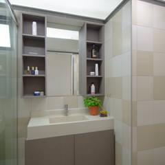 Dawson Renovation:  Bathroom by Designer House,Scandinavian Plywood