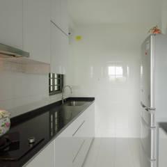 Dawson Renovation:  Kitchen by Designer House