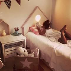 Decoración - Cajas: Dormitorios infantiles de estilo  de HAPPYHOME BARCELONA