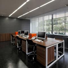 ボックス・ファクトリー の 株式会社Fit建築設計事務所 モダン 金属