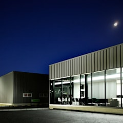ボックス・ファクトリー: 株式会社Fit建築設計事務所が手掛けた自動車ディーラーです。