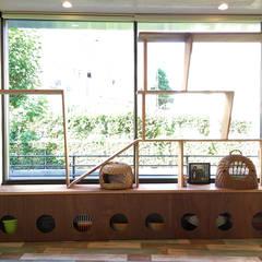 CAT INN TOKYO 板橋本町ic-AB: &lodge inc. / 株式会社アンドロッジが手掛けた窓です。,ラスティック 木 木目調