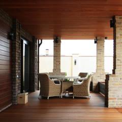 Жилой дом в стиле Фрэнка Ллойда Райта: Tерраса в . Автор – АРХИФАБРИКА