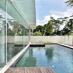 TN邸: Sen's Photographyたてもの写真工房すえひろが手掛けた家庭用プールです。
