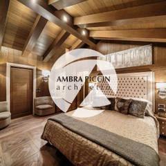 Luxury Chalet: Camera da letto in stile  di Ambra Piccin Architetto
