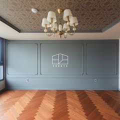 클래식한 유럽풍 아파트 인테리어 46py: 홍예디자인의  침실