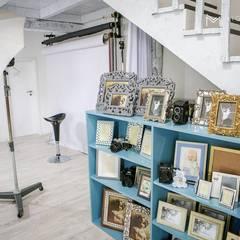 Salas multimedia de estilo ecléctico por Marta Pedreira Design