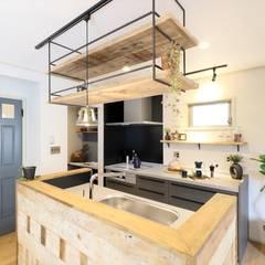 ブルックリンカフェスタイルなお家: いえラボが手掛けたキッチンです。