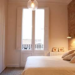 Dormitorio. Bedroom.: Dormitorios de estilo  de Brick construcció i disseny