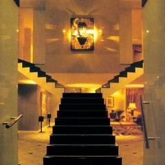 Pasillos, vestíbulos y escaleras de estilo ecléctico de CKW Lifestyle Associates PTY Ltd Ecléctico