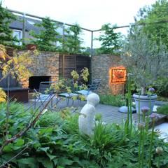 Achtertuin Maastricht: moderne Tuin door Hoveniersbedrijf Guy Wolfs