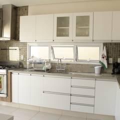 Kitchen by canatelli arquitetura e design