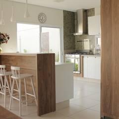 آشپزخانه by canatelli arquitetura e design