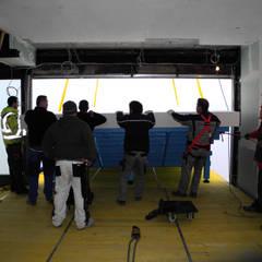 Angekommen im 14. Stockwerk: ausgefallener Pool von Hesselbach GmbH