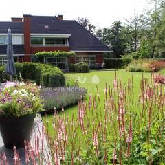 Mooie doorzichten: klasieke Tuin door Teo van Horssen Hoveniers